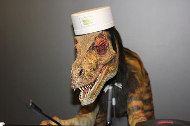 恐竜型ロボット未来くんの迫力ある画像