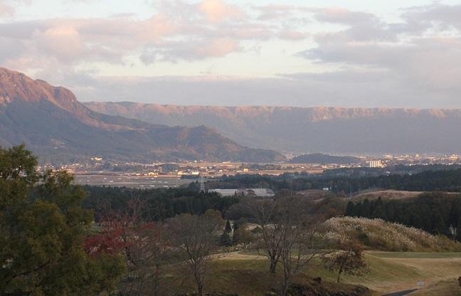 阿蘇の山、朝焼けしてます。