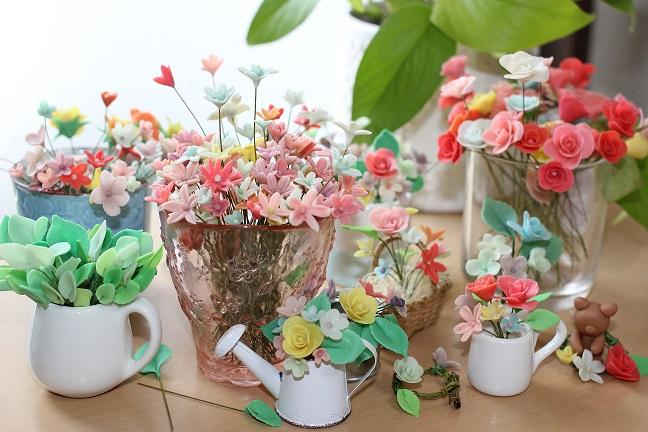 樹脂粘土で作った小花の写真