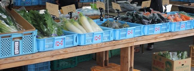 地元の野菜を売ってるお店の写真