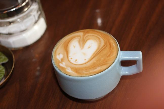 モンネ・ルギ・ムックのランチのカフェラテの写真