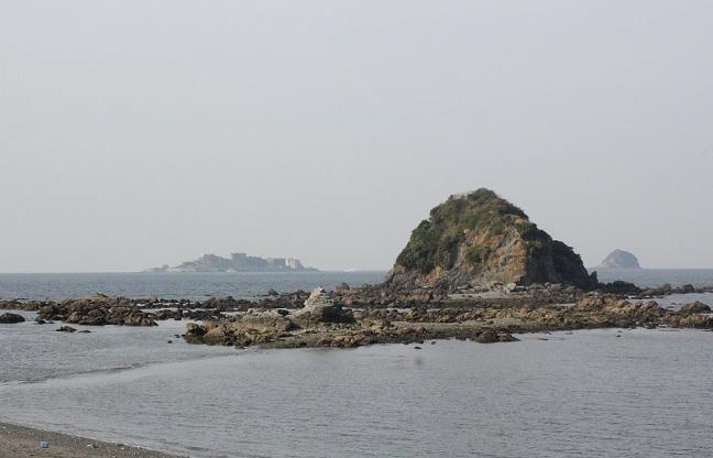 水仙公園から見える海と軍艦島の写真