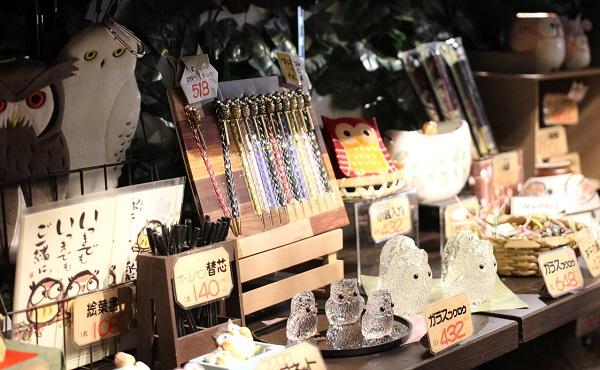 フクロウのお土産商品の写真