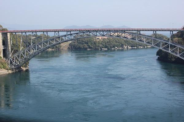 西海橋と海の写真