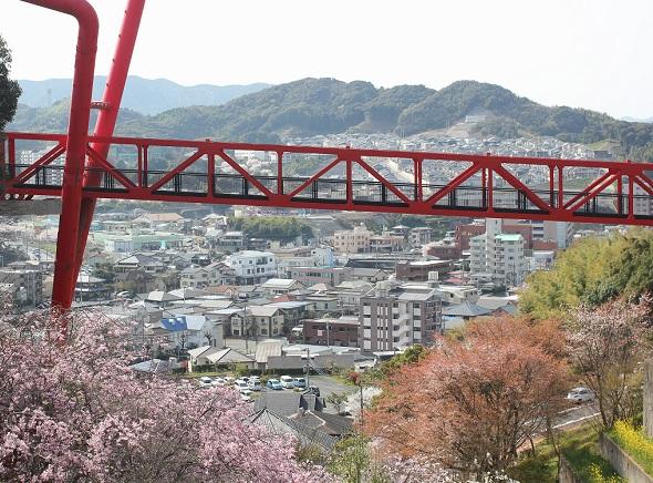 赤い橋と長与の風景写真