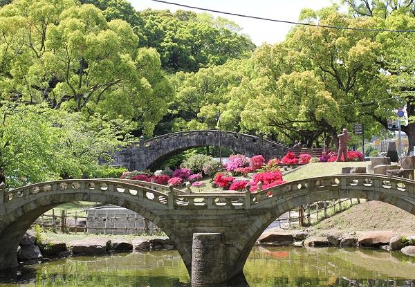 諫早公園のツツジ、眼鏡橋。