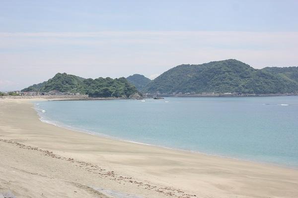 白浜が続く脇岬海水浴場の風景写真