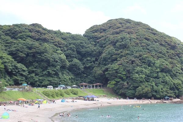 尻久砂里海浜公園、海水浴をしている様子の写真