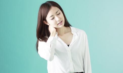 首が痛い女性の写真1