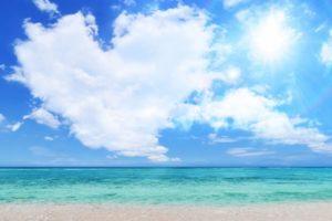 空と海、雲の写真