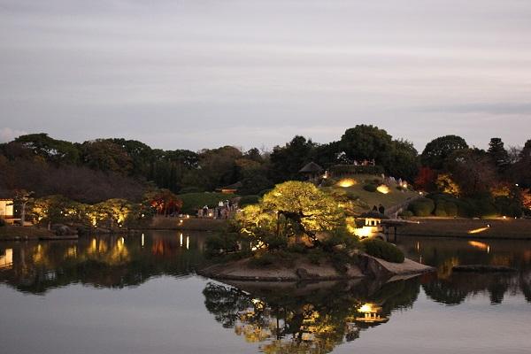 砂利島のライトアップの写真