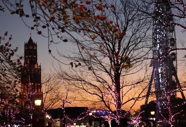 冬のハウステンボス、夕暮れのイルミネーションの写真