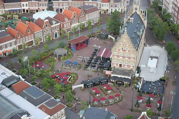 ドムトールンからの景色、春のアムステルダム広場の写真