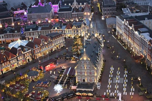 ドムトールンからの景色、冬のアムステルダム広場の写真