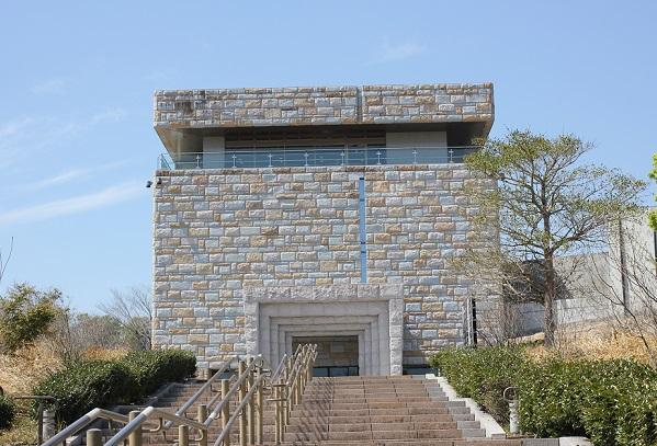 宮崎県立西都原考古博物館の外観写真
