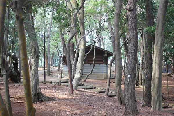 玖島崎キャンプ場のトイレの外観写真