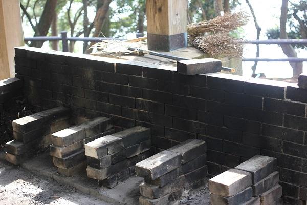玖島崎キャンプ場の炊事棟のかまどの様子の写真