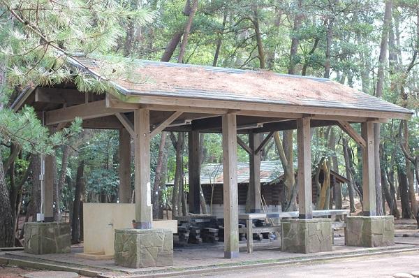 玖島崎キャンプ場の炊事棟の外観写真