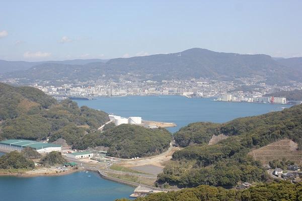 展海峰の展望台から佐世保の市内を望む写真