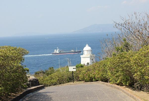 伊王島灯台へ向かう道の写真