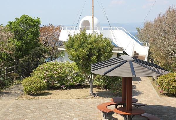 伊王島灯台記念館の近くにある展望台の写真