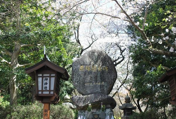 橘神社にある原爆慰霊碑の写真