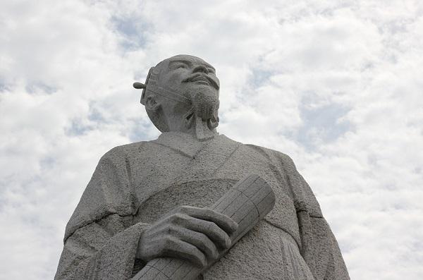 諸富にある徐福の像の写真