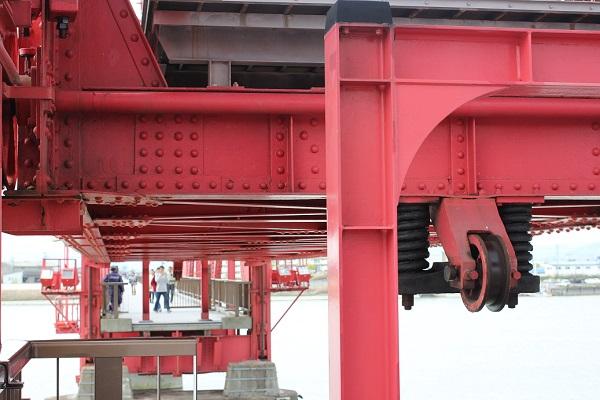 筑後川昇開橋の可動の様子(橋が上がりはじめ)の写真