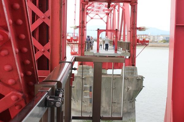 筑後川昇開橋の可動の様子(橋が上がってしまう少し前)の写真