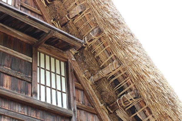 菅沼合掌造りの茅葺屋根の写真
