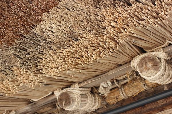 菅沼合掌造りの屋根、茅葺のアップ写真