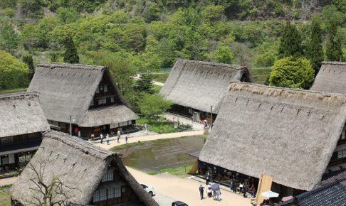 上から見た菅沼合掌造り集落の写真