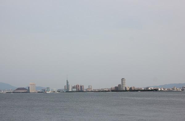 能古島から見える福岡の様子の写真