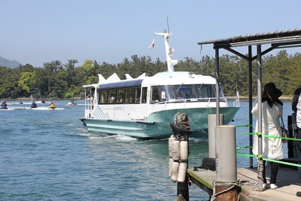 天橋立の観光船が到着する様子の写真