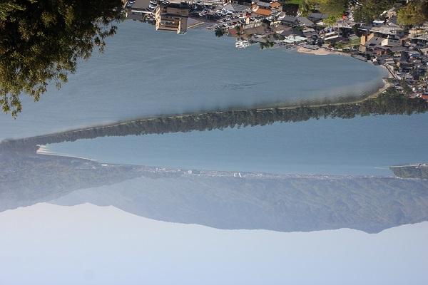 傘山公園から見た天橋立の松並木の景色、逆さまの写真