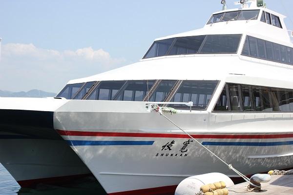 高島へ向かう船、俊寛の写真