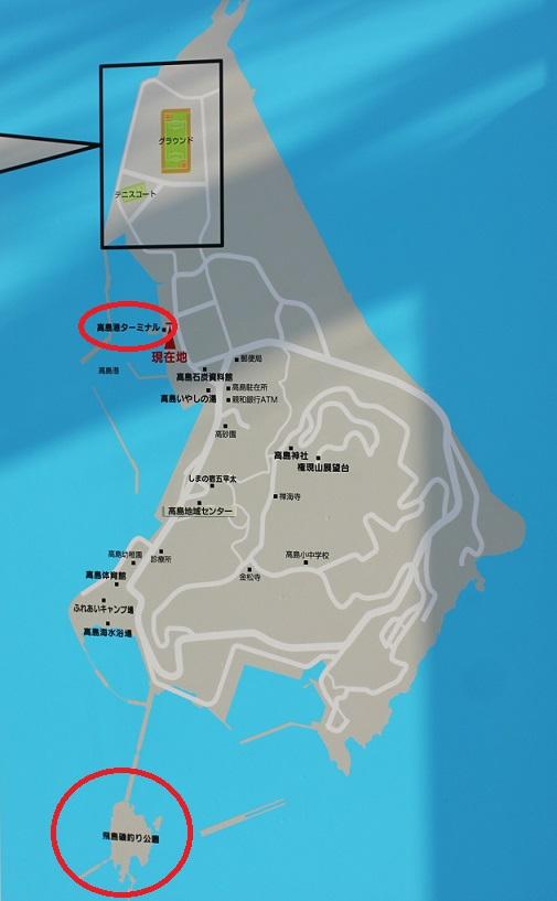 高島の地図の看板(高島ターミナルと飛島をチェックしています。)