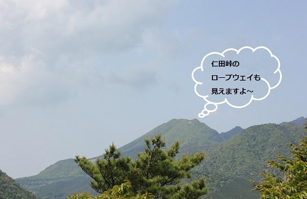 宝原つつじ公園のパノラマ展望台、仁田峠のロープウェイが望める写真