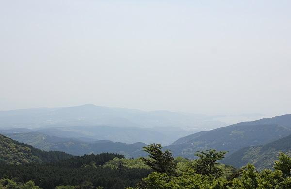 宝原つつじ公園のパノラマ展望台からみた山々の風景写真