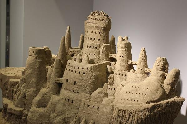 鳥取砂丘センターに展示してある砂でつくられた船の写真