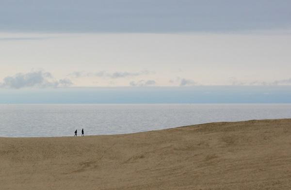 鳥取砂丘、砂と海と空が織りなす美しい風景写真