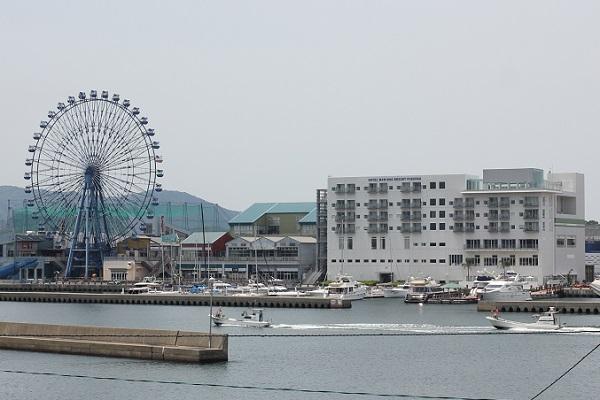 姪浜渡船場から見たマリノアシティの写真
