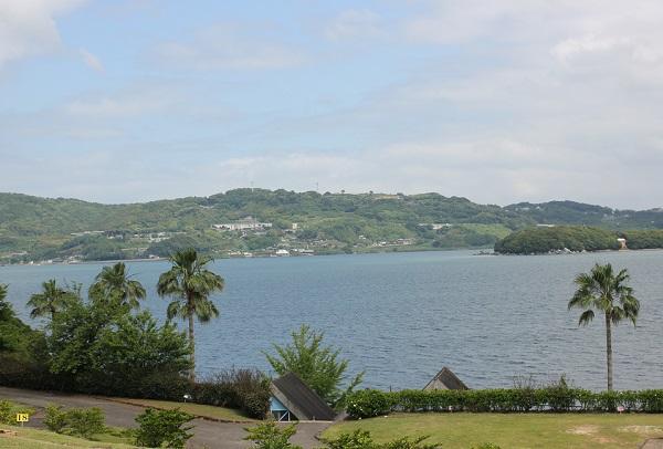 四本堂公園、キャンプ場から海を見渡す写真