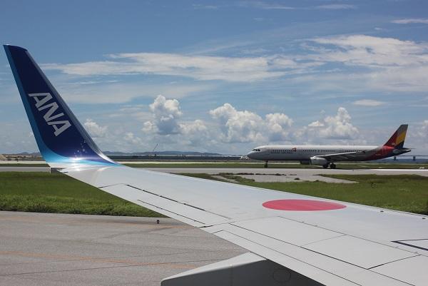 飛行機が沖縄空港に着いた時の写真