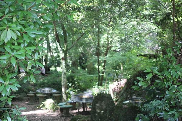 岩戸観光ガーデンのソーメン流しの様子の写真、入り口付近