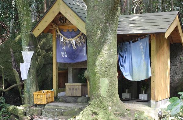岩戸水神の水汲み場の写真
