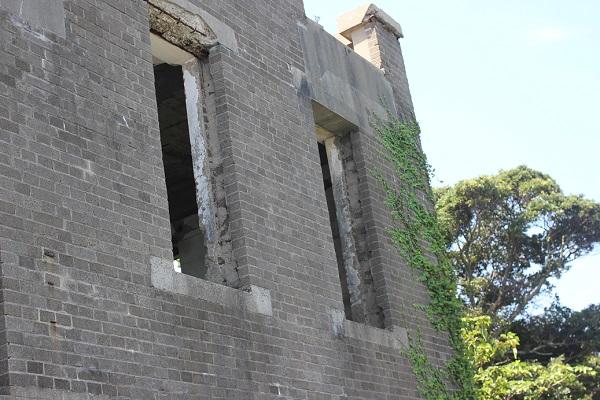 崎戸の展望台の隣にある聴音所跡に残されてる建物の写真