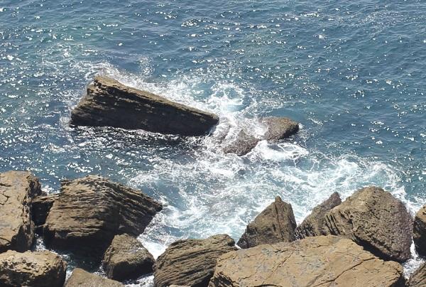 崎戸の展望台から下を見た海岸の様子のアップ写真