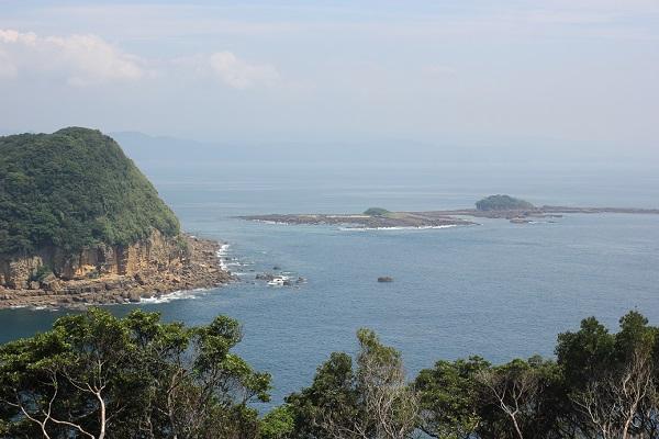 崎戸の展望台からみた島と海がある美しい風景写真(五島灘)