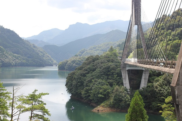 唄げんか大橋と北川ダムのようすの写真